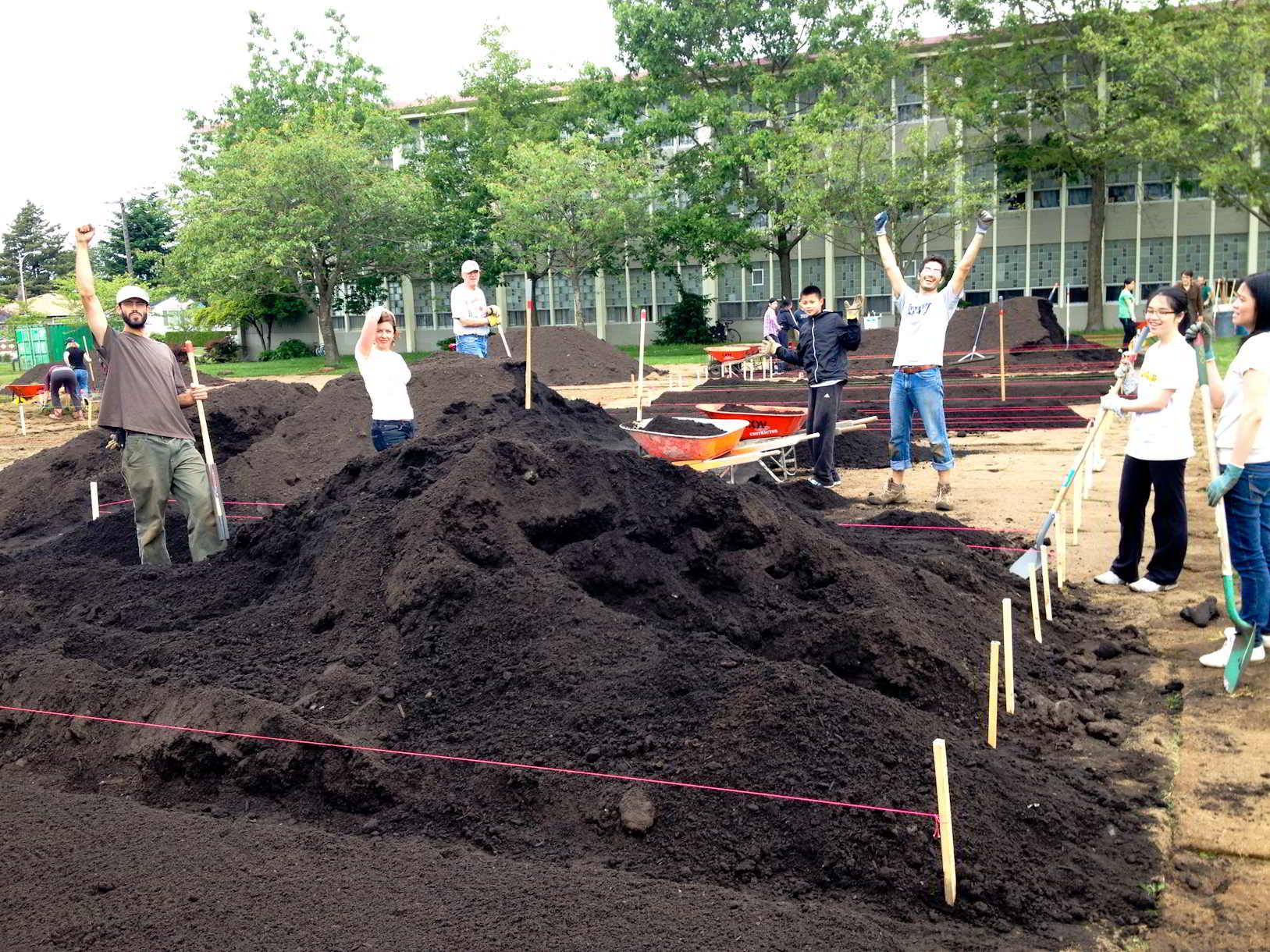 Fresh Roots Urban Farm-4
