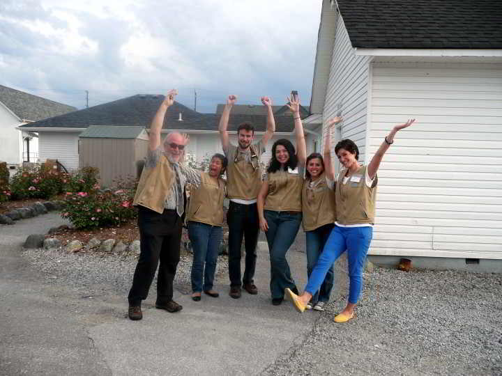 volunteers waving pic