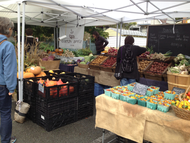 Earth Apple Farm - Farmers Market Stand