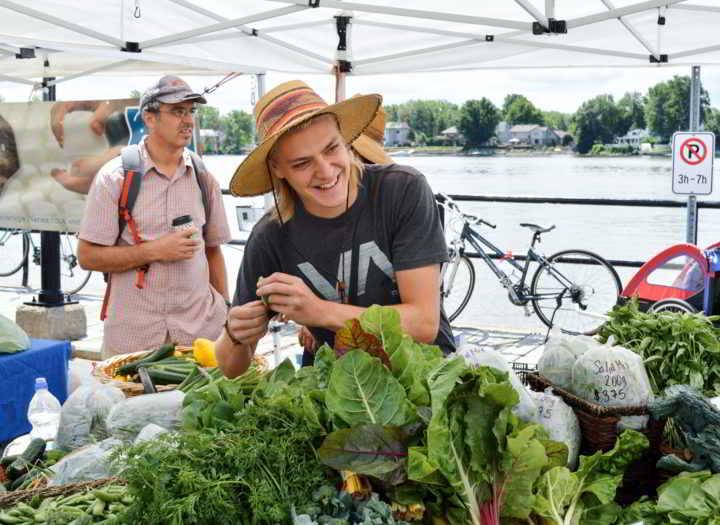 Student Farmer Erlend Bjørklund smiling at the Sainte-Anne-de-Bellevue Farmers' Market.